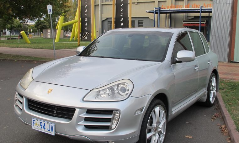 2008 Porsche Cayenne - Front Profile