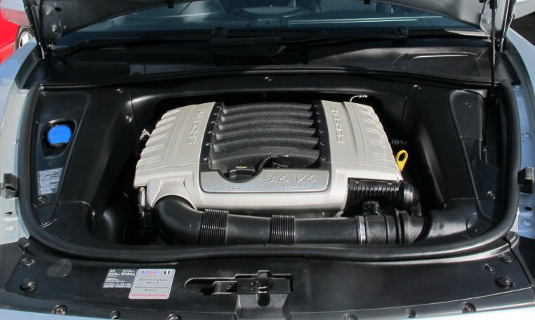 2008 Porshce Cayenne - Engine Bay