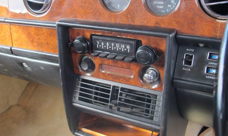 1980 Rolls Royce - Radio