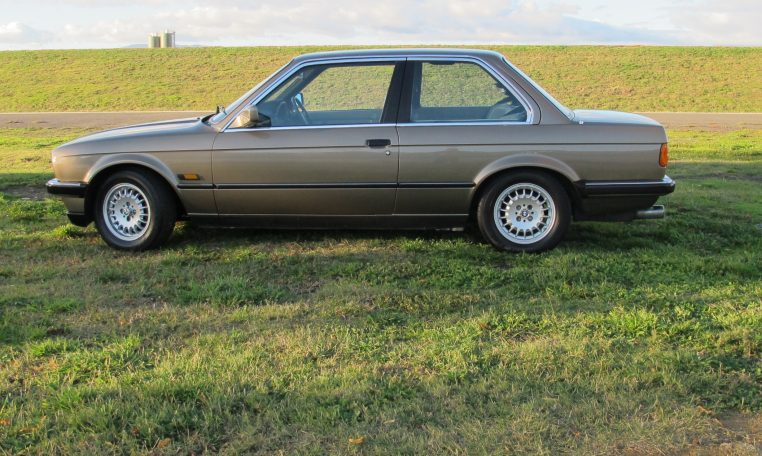 1983 BMW 318i - Side Profile