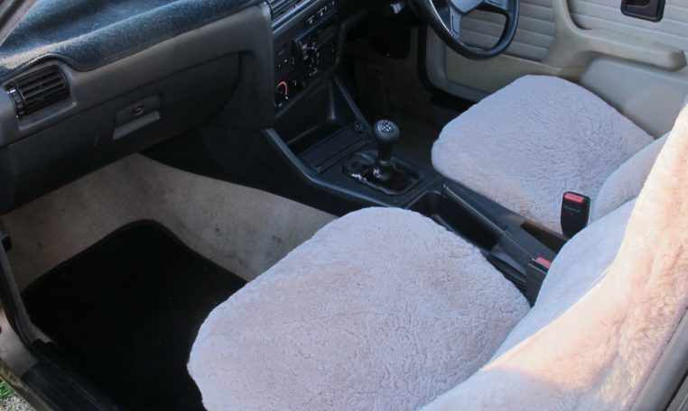 1983 BMW 318i - Front Seats