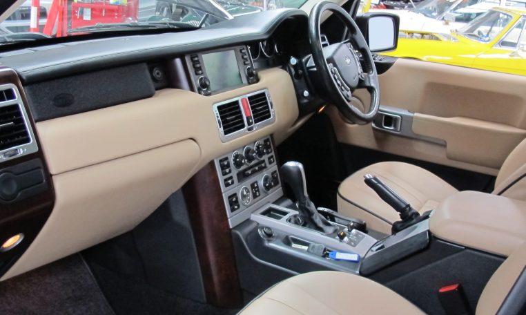 Range Rover Vogue - Interior Front