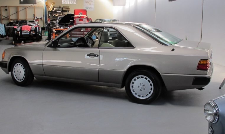 Mercedes 300 CE - Side View