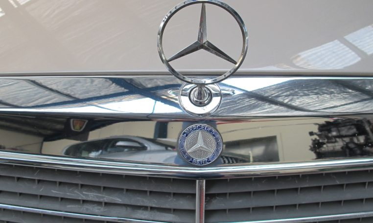 Mercedes 300 CE - Emblem