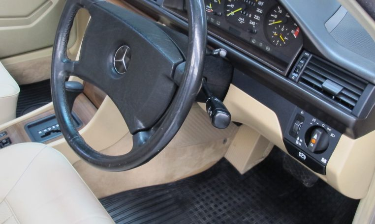 Mercedes 300 CE _ Steering Wheel