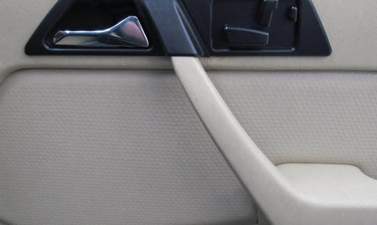 Mercedes 300 CE - Inside Door