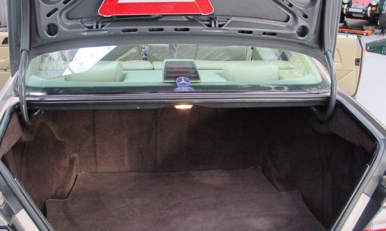 Mercedes 300 CE - Boot