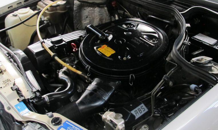 Mercedes 300 CE - Engine