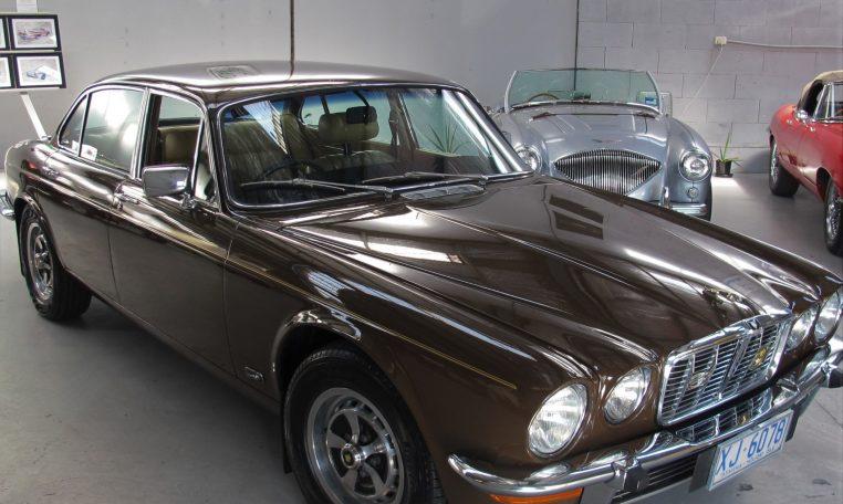 Jaguar XJ6 Series 2 - Windscreen