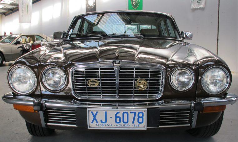 Jaguar XJ6 Series 2 - Front Grill