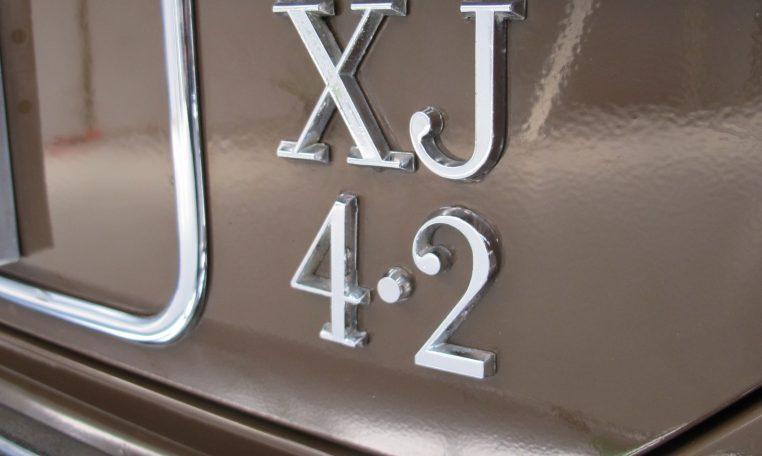 Jaguar XJ6 Series 2 - Badge