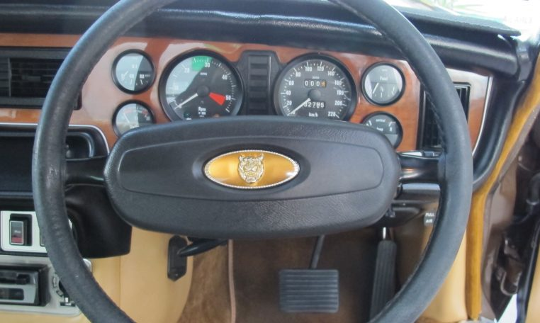 Jaguar XJ6 Series 2 - Steering Wheel