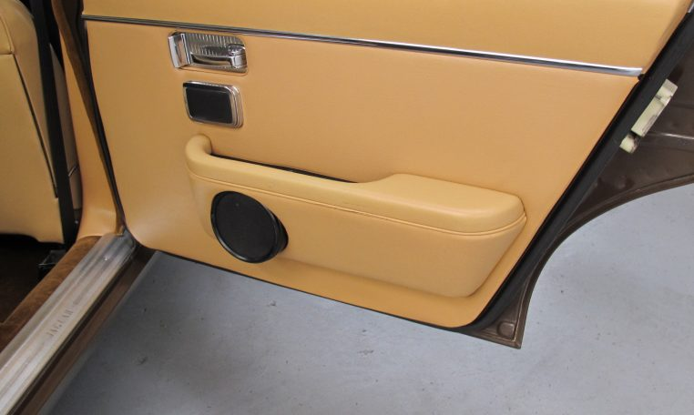 Jaguar XJ6 Series 2 - Inside Rear Door