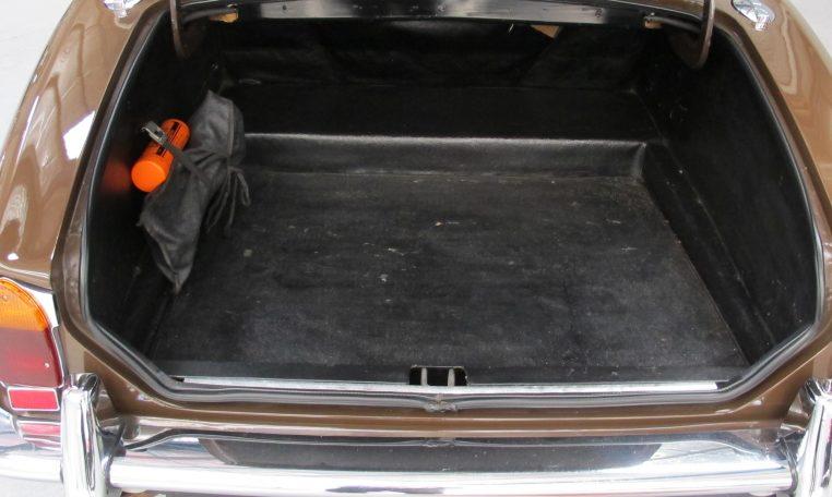 Jaguar XJ6 Series 2 - Boot