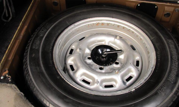Jaguar XJ6 Series 2 - Spare Wheel