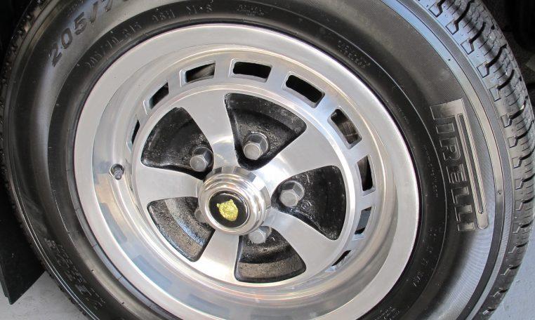 Jaguar XJ6 Series 2 - Wheel