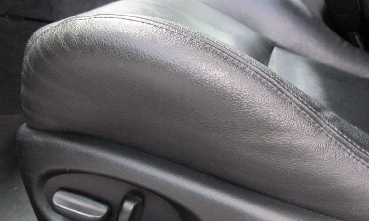 2005 Holden Monaro - Seat Controls