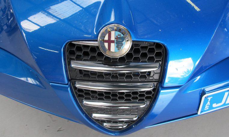 2003 Alfa Romeo Spider - Front Grill / Badge