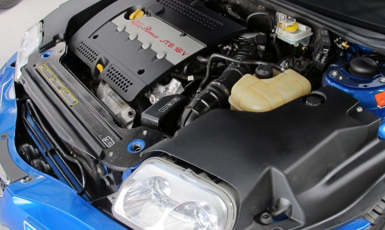 2003 Alfa Romeo Spider - Engine Bay