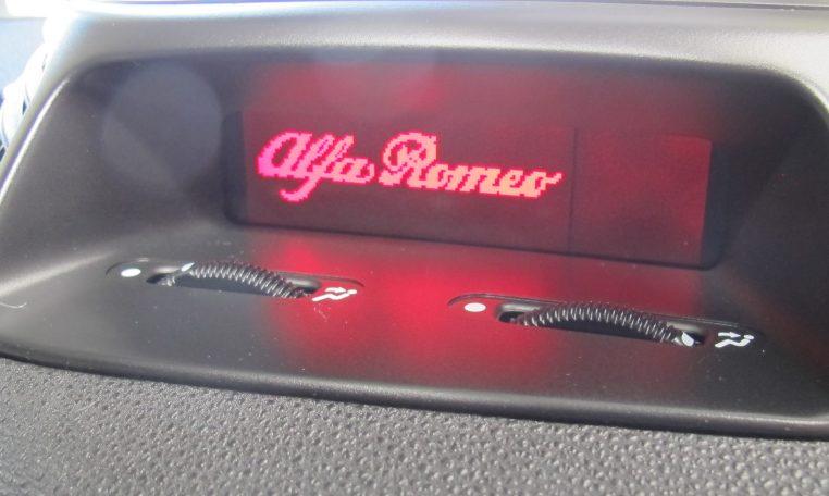 2005 Alfa Romeo - Dash