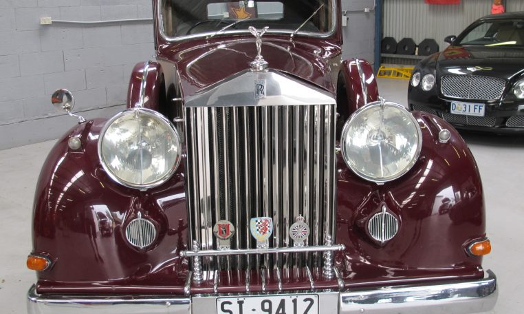 1933 Rolls Royce - Front Grill