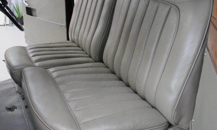 1933 Rolls Royce - Front Seat