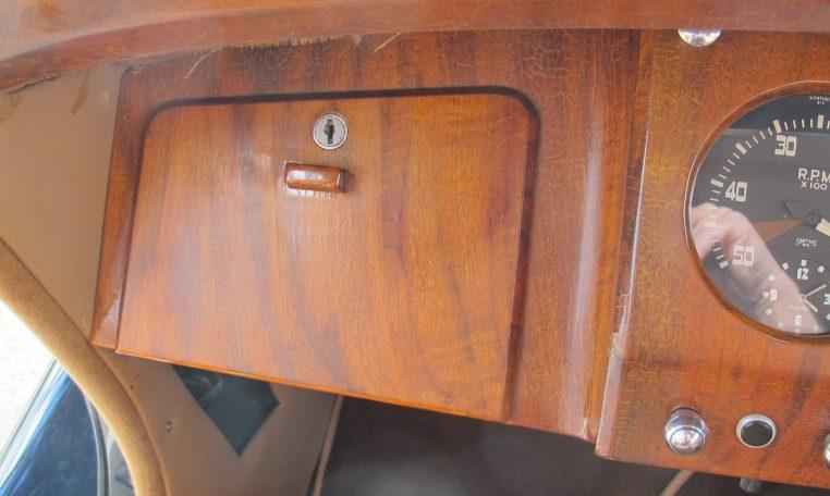 1949 Jaguar MK V - Glove Box