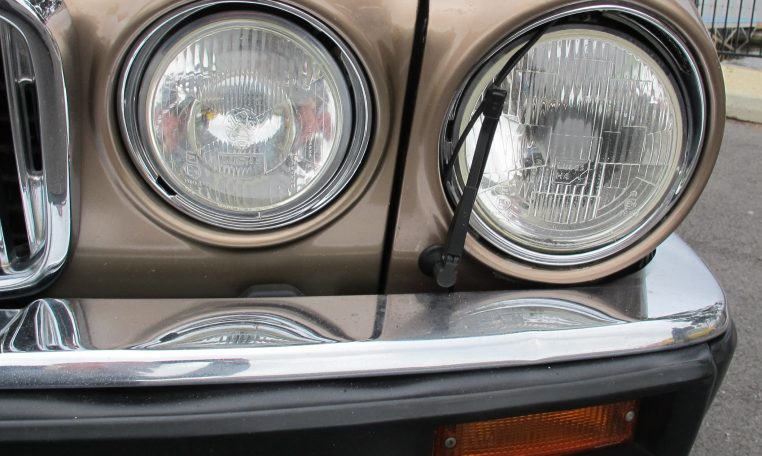 1989 Jaguar Sovereign - Head Lights