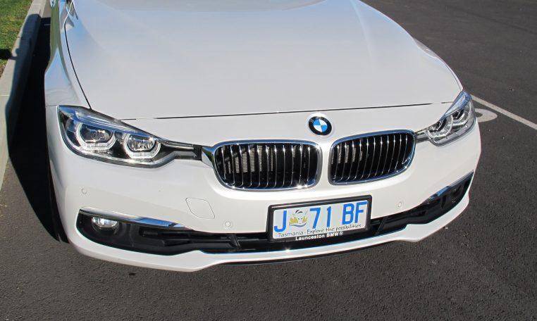 2016 BMW 320i F30 - Grill