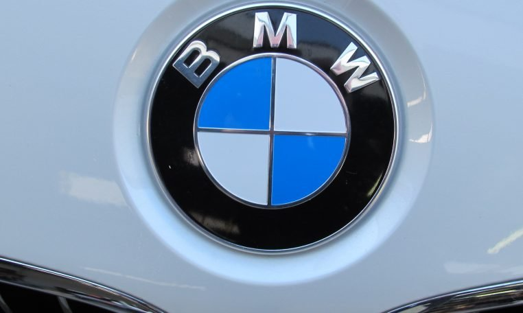 2016 BMW 320i F30 - Front Badge
