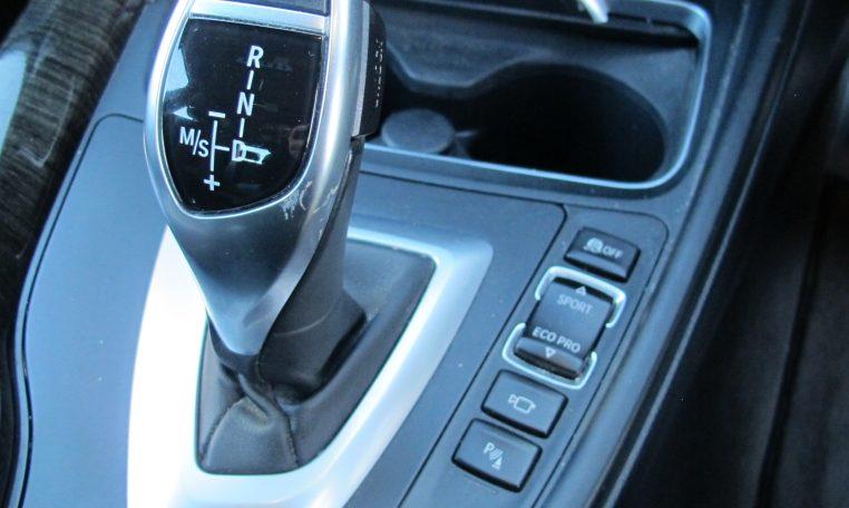 2016 BMW 320i F30 - Automatic Gear Lever