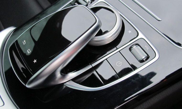 2016 Mercedes C200 - Console Controls