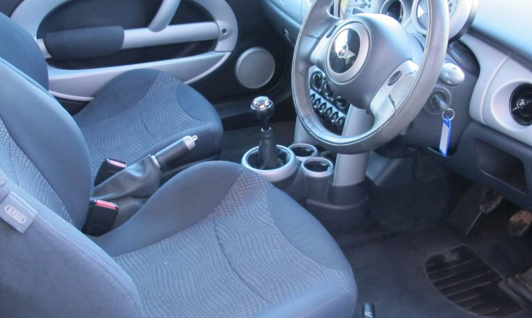 2003 Mini Cooper - Cockpit