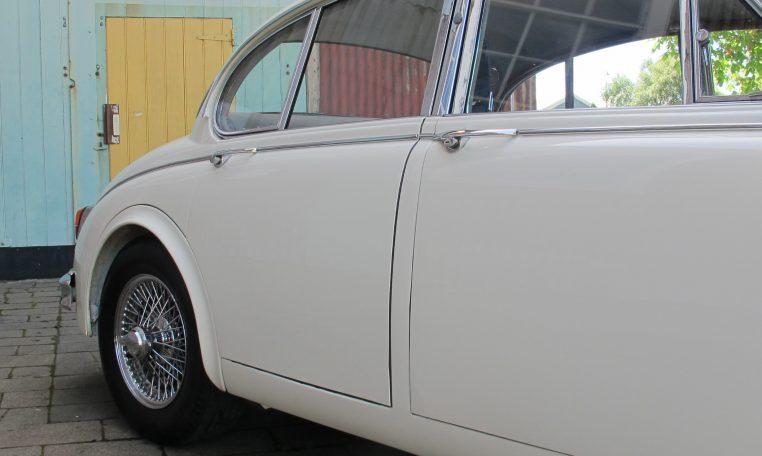 1960 JAGUAR MARK II - DRIVERS SIDE REAR DOOR