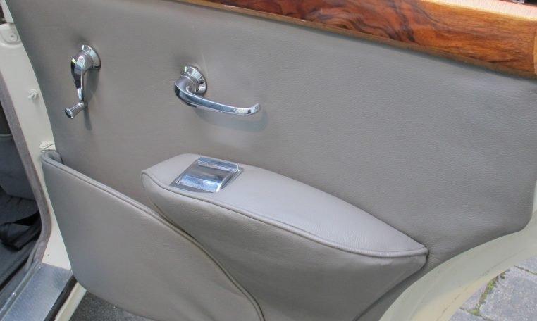 1960 JAGUAR MARK II - INSIDE DRIVERS DOOR