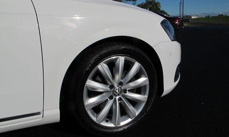 2011 VW PASSAT - FRONT WHEEL