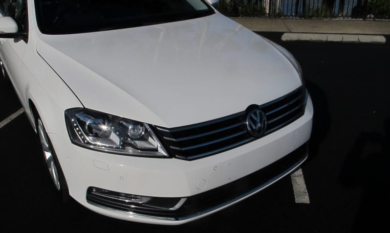 2011 VW PASSAT - HEADLIGHT