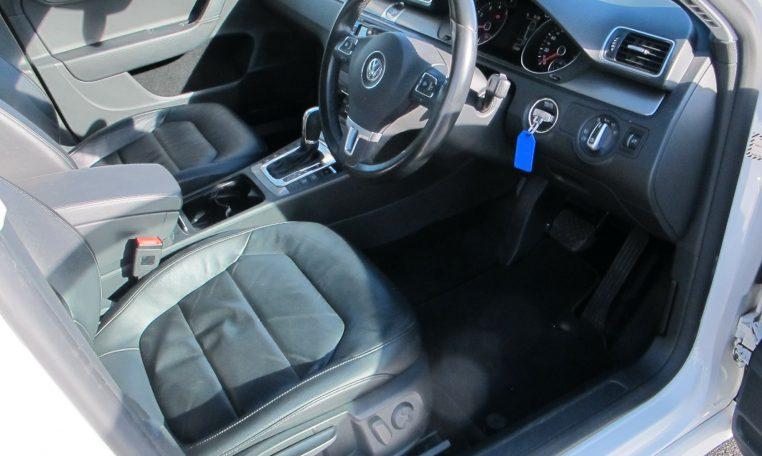 2011 VW PASSAT - STEERING WHEEL