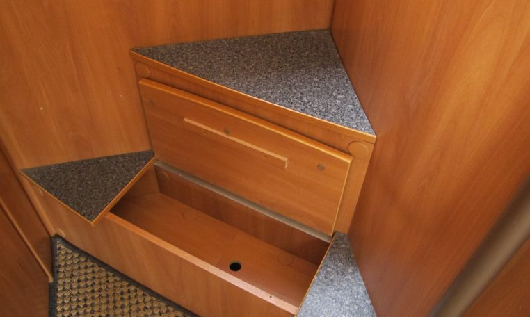 2006 Hymer MotorHome - Storage Steps