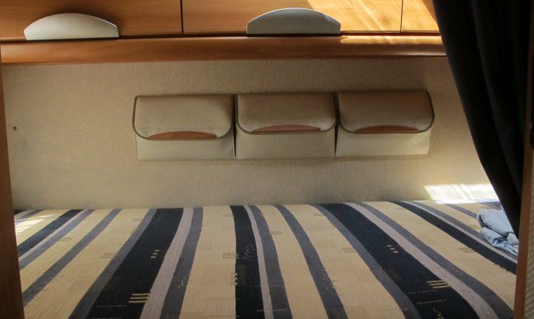 2006 Hymer MotorHome - Bed