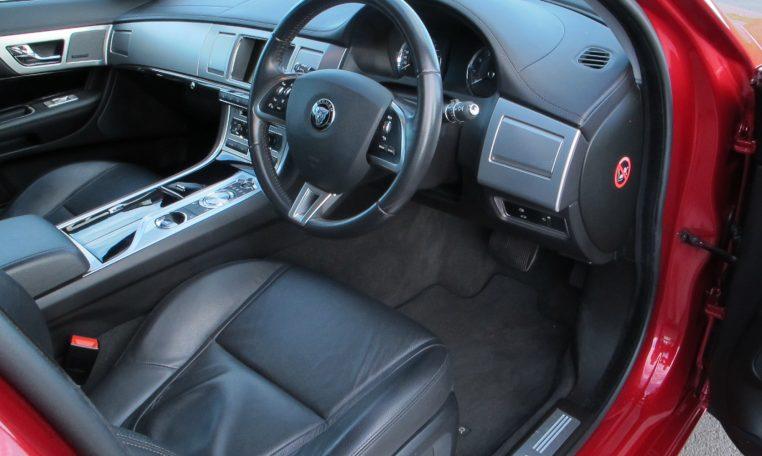 2015 Jaguar XF - Steering Wheel