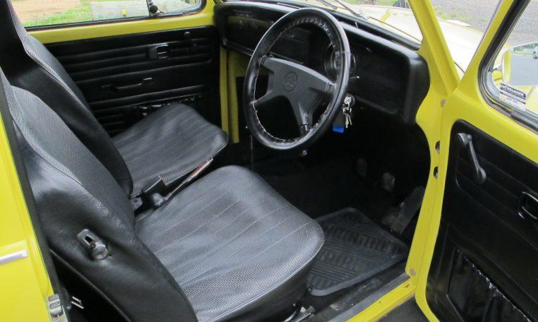 1974 VW Beetle - Front Seats